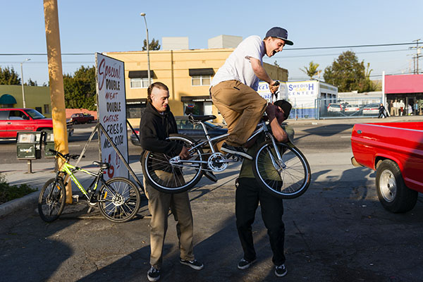 Raven showed up on his new bike that he got from Cardiel. Jake and Elijah tried to give him some bunnyhop lessons.