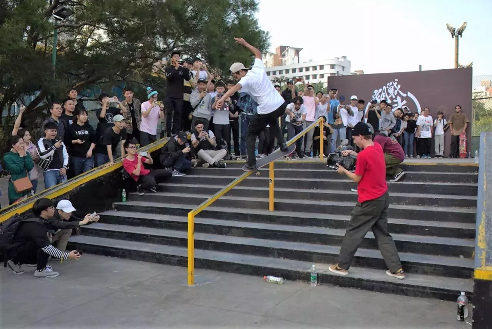 girlskateboards-seanmalto-china-crooks